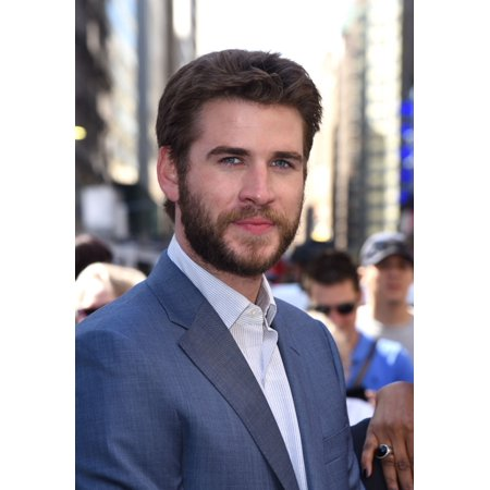 Liam Hemsworth At A Public Appearance For Independence Day Resurgence Cast Rings The Nasdaq Stock Market Opening Bell Canvas Art     16 X 20