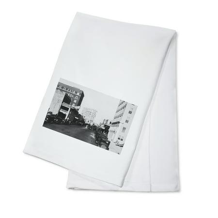 Sarasota, Florida - City Pier View of Main Street (100% Cotton Kitchen Towel)](Halloween City Sarasota)