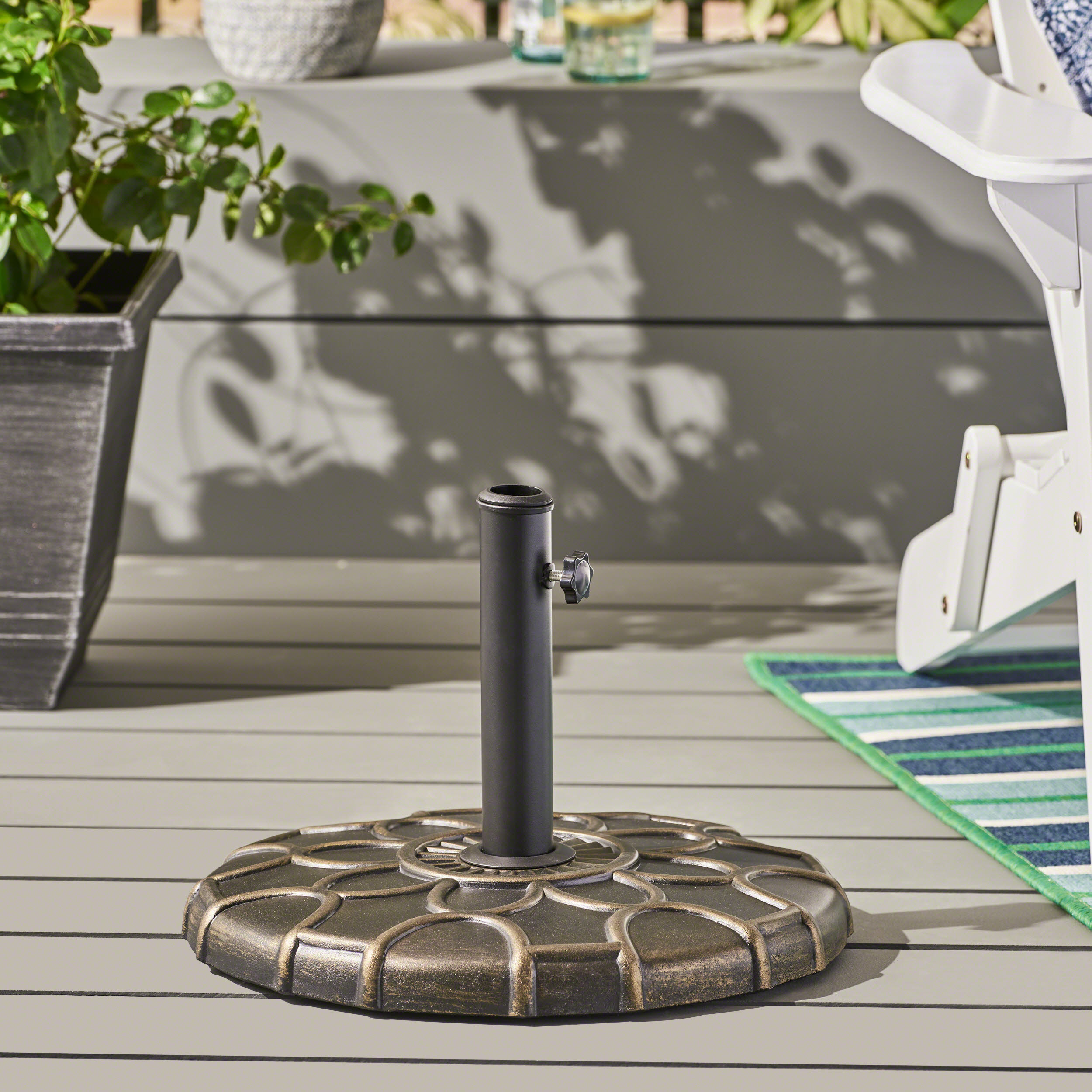 Outdoor 37lb Concrete Circular Umbrella Base, Bronze