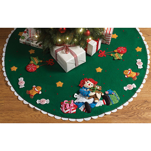 "Raggedy Ann Christmas Morning Tree Skirt Felt Applique Kit, 42"" Round"