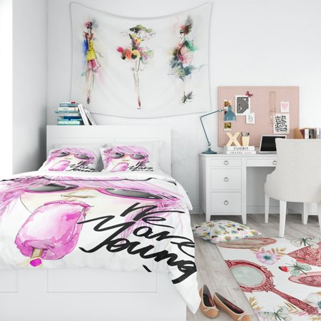 DESIGN ART Designart 'Sexy Pink Girl Eating Lollipop' Traditional Bedding Set - Duvet Cover &