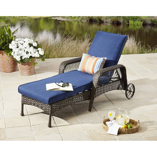 Chaise Lounge Rattan Sintetico.Better Homes Gardens Colebrook Outdoor Chaise Lounge Walmart Com