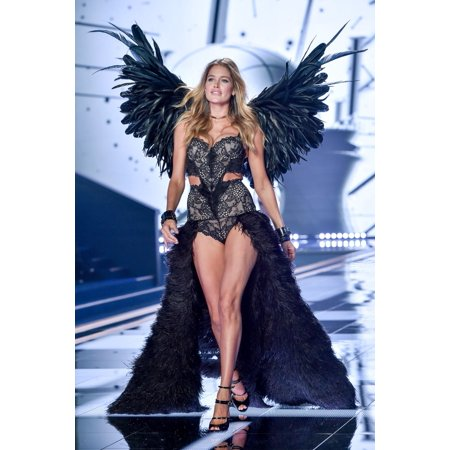 361daeb3671 Doutzen Kroes On The Runway For VictoriaS Secret Fashion Show 2014 - Runway  1 EarlS Court