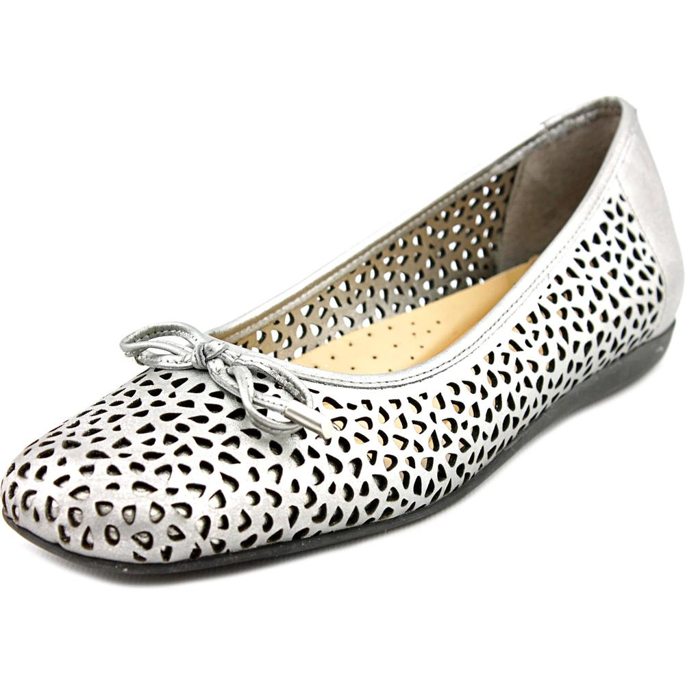 Trotters Sante Laser Women Round Toe Flats by Trotters