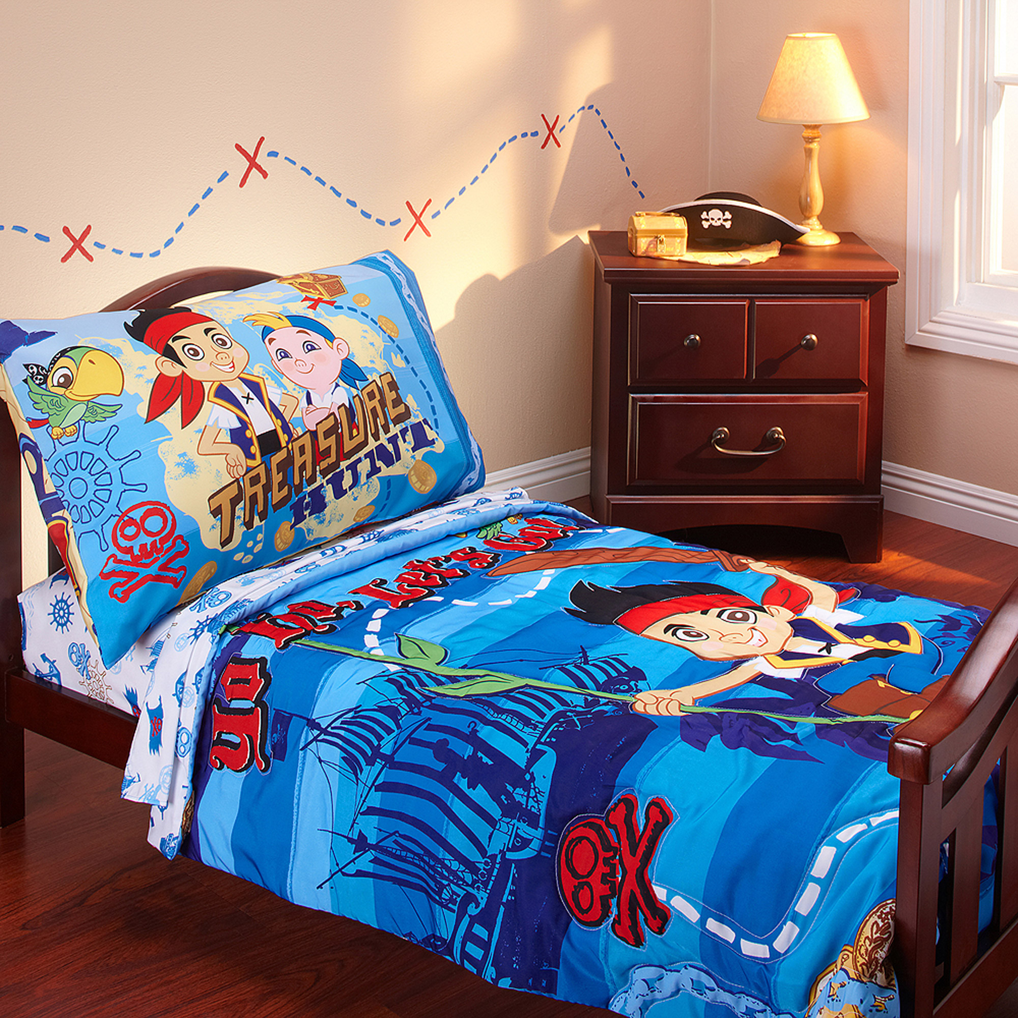 Disney - Jake & Neverland Pirates 3pc Toddler Bedding Set with BONUS Matching Pillow Case
