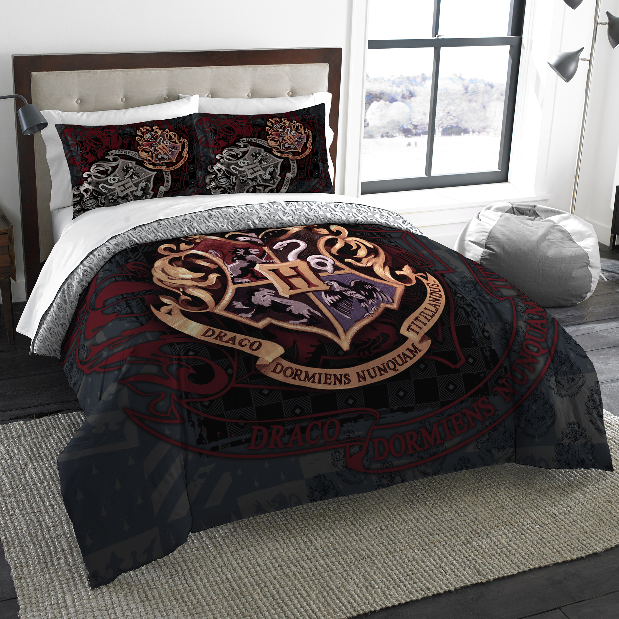 Harry Potter School Motto Twin/Full Bedding Comforter Set - Comes with Comforter and 2 Shams
