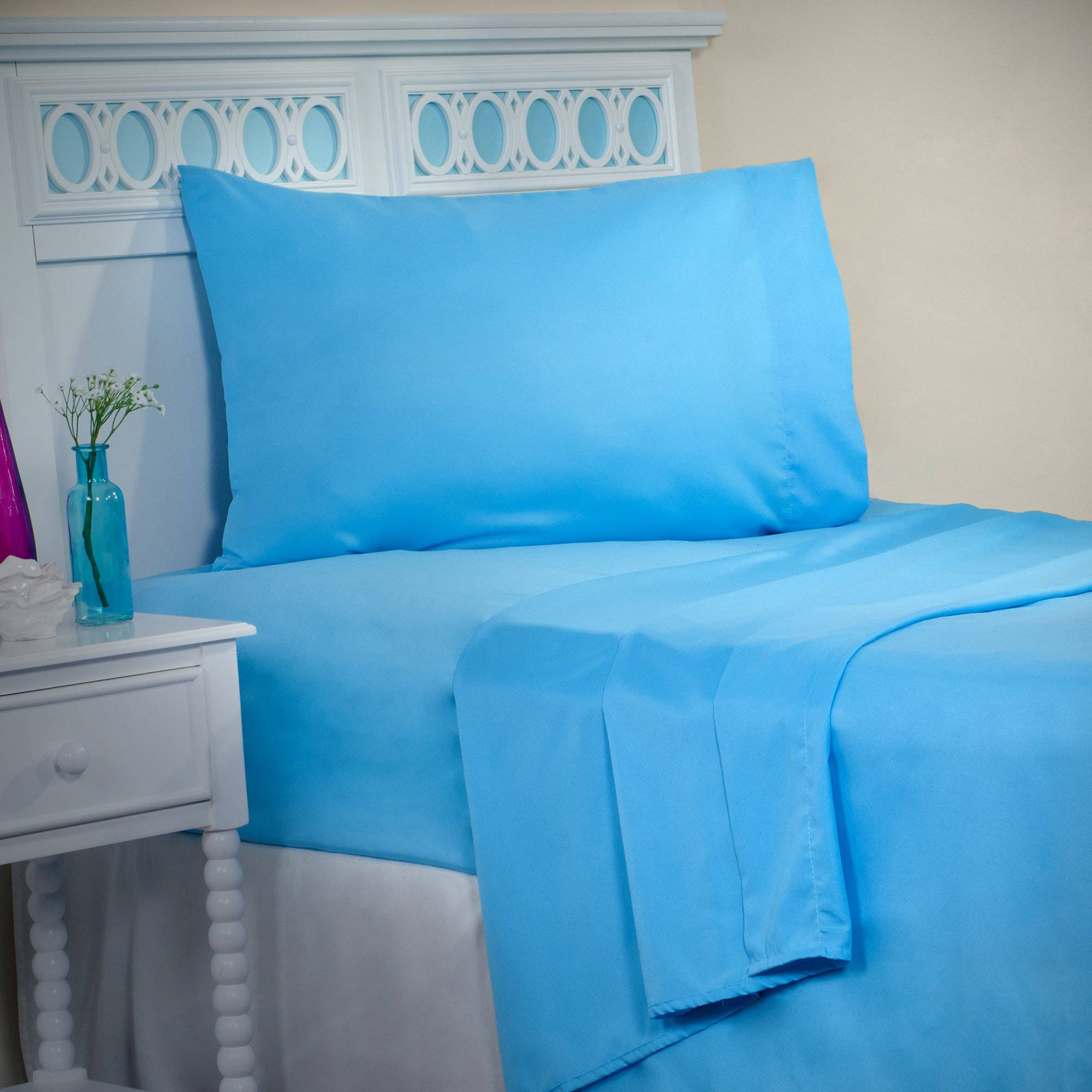 Click here to buy Somerset Home Series 1200 3-Piece Twin SHeet Set, Blue by Trademark Global LLC.