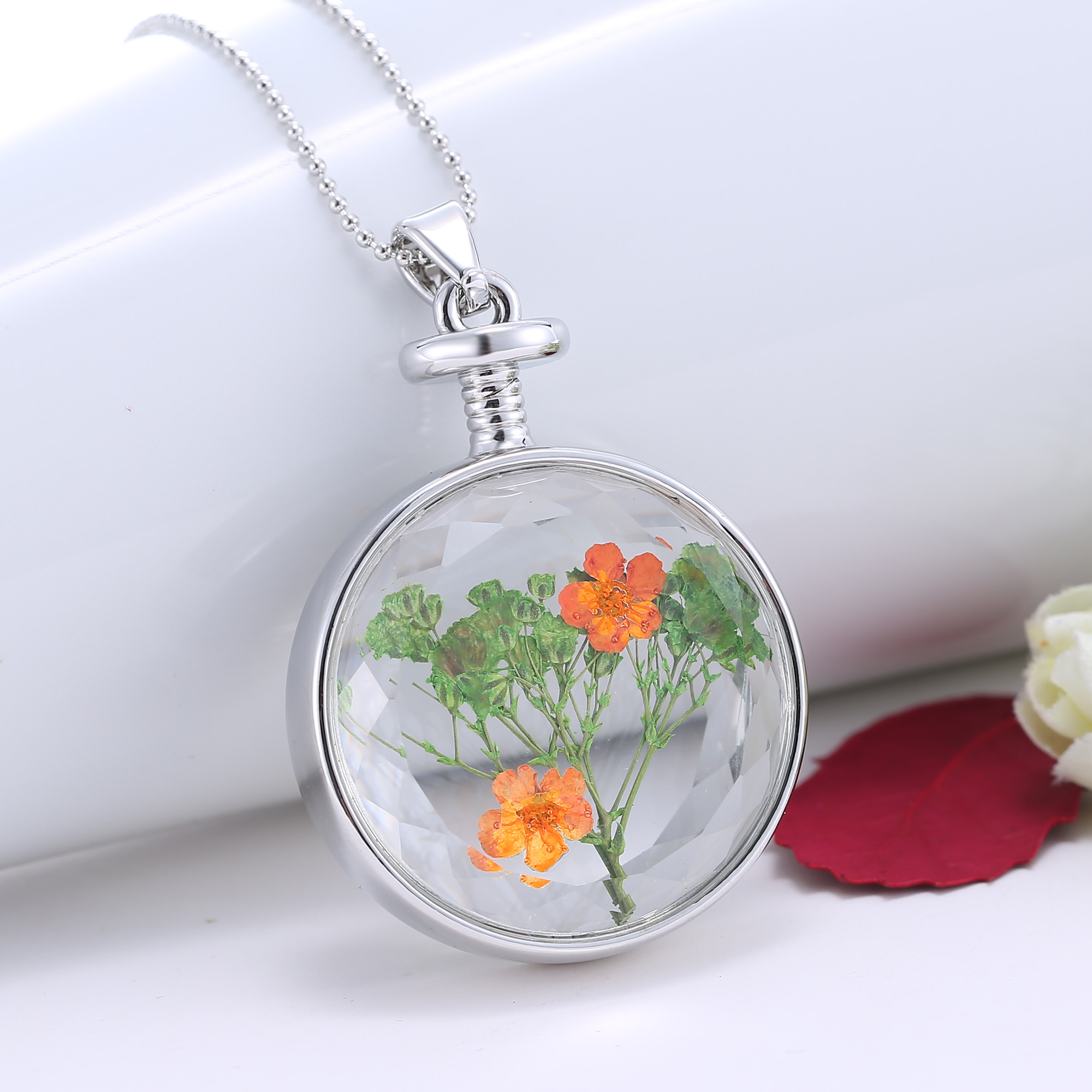 New Design Round Glass Locket Pendant Necklace with Dried Flower inside