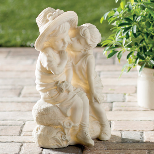 Design Toscano Hodges Kissing Kids Boy and Girl Statue