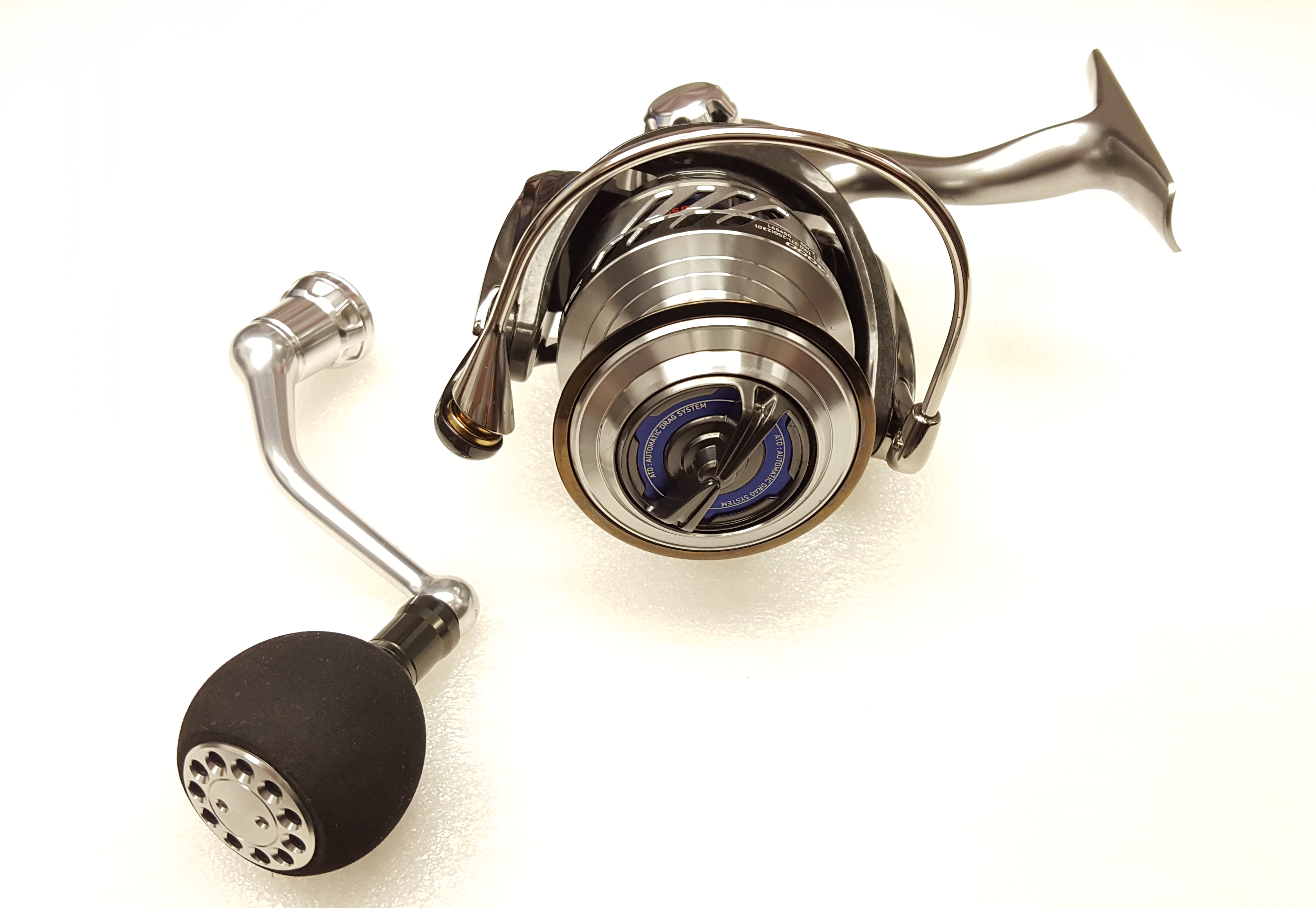 Daiwa Saltiga Bay Jigging 4.9:1 Saltwater Spinning Fishing Reel