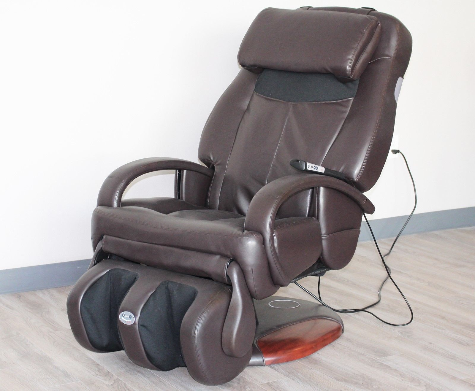Human Touch HT 275 Espresso Bonded Leather Refurbished Massage Chair    Including Groung Curbside Delivery