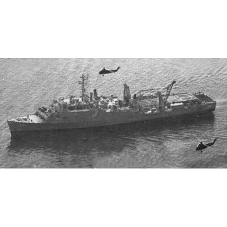 Canvas Print The U.S. Navy dock landing ship USS Hermitage (LSD-34) underway, circa in 1963. Two Sikorsky UH-34D Stretched Canvas 10 x 14