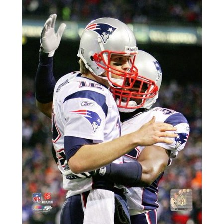 - Tom Brady celebrates his Record Breaking 50th touchdown of the 2007 season Photo Print