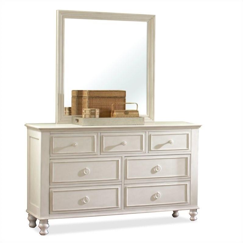 Riverside Furniture Placid Cove 7 Drawer Dresser in Honey...