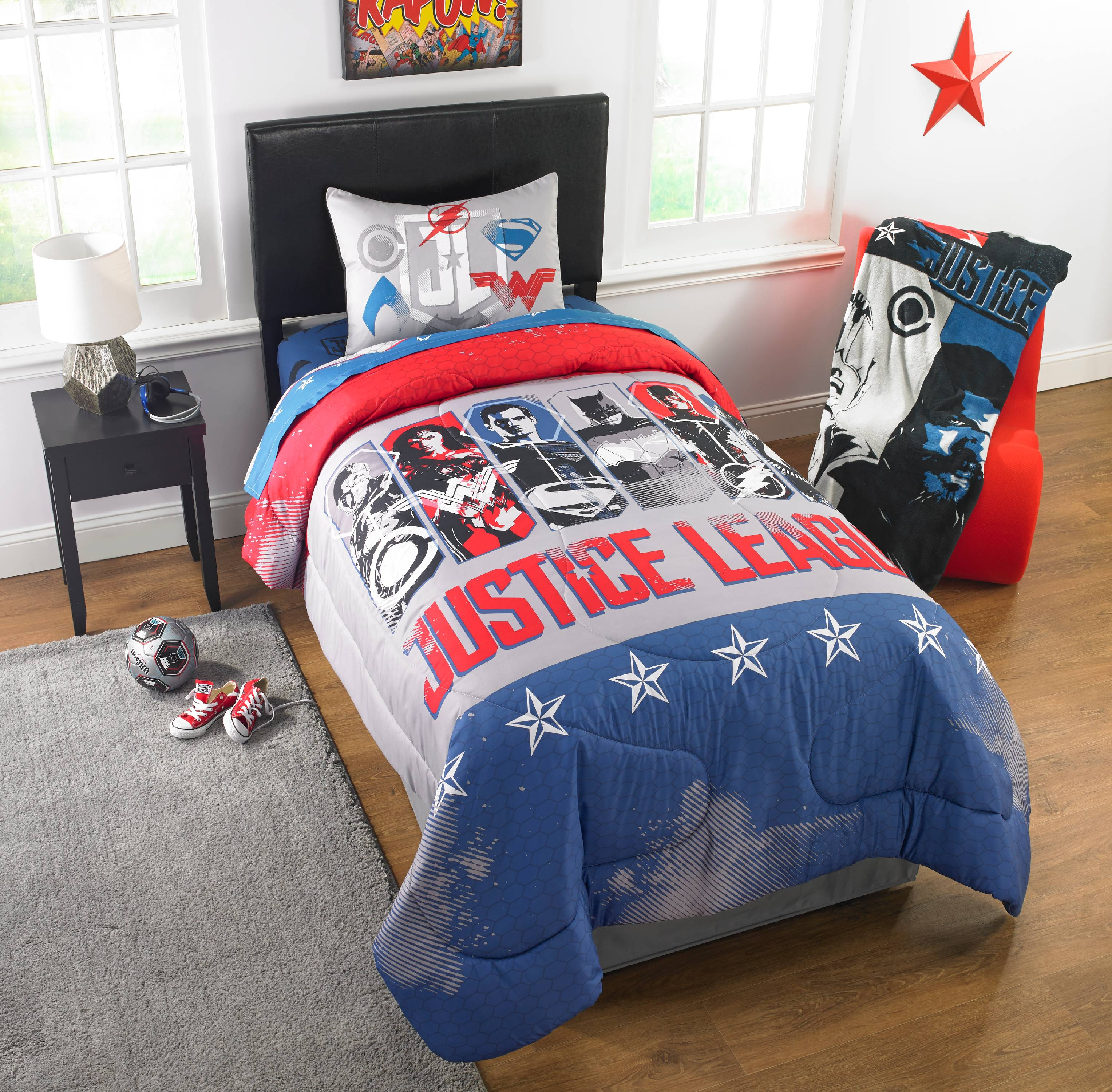 Justice League Movie 'Call for Justice' Kid's Bedding Reversible Twin/Full Comforter with Sham