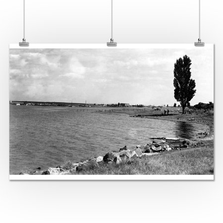 View of Soap Lake, Washington Photograph (24x36 Giclee Gallery Print, Wall Decor Travel Poster)