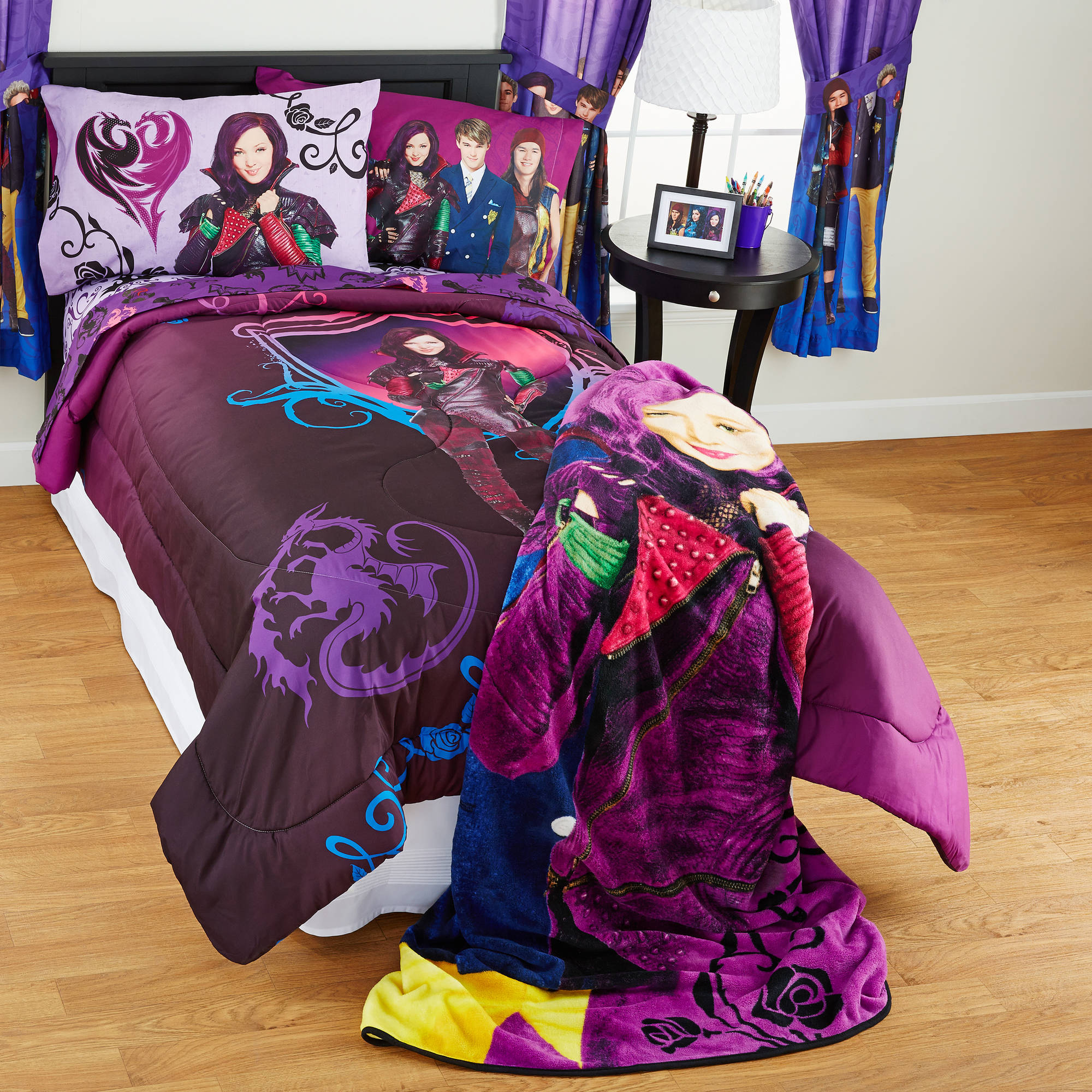 "Descendants ""Best of Both Worlds"" Twin/Full Bedding Comforter"