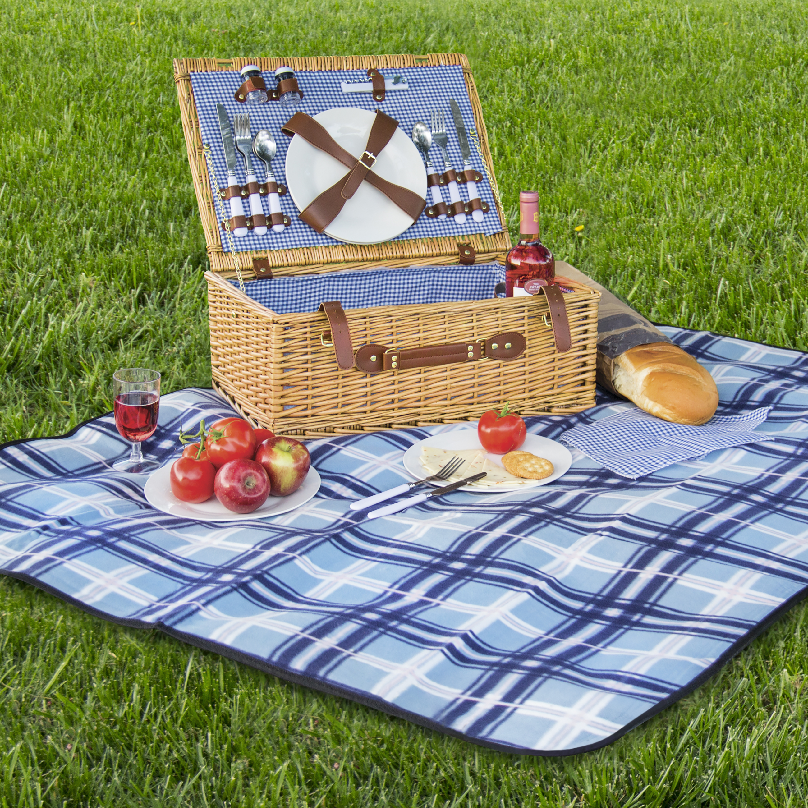 Best Choice Products 2 Person Wicker Picnic Basket W/ Cutlery, Plates, Glasses, Tableware & Blanket