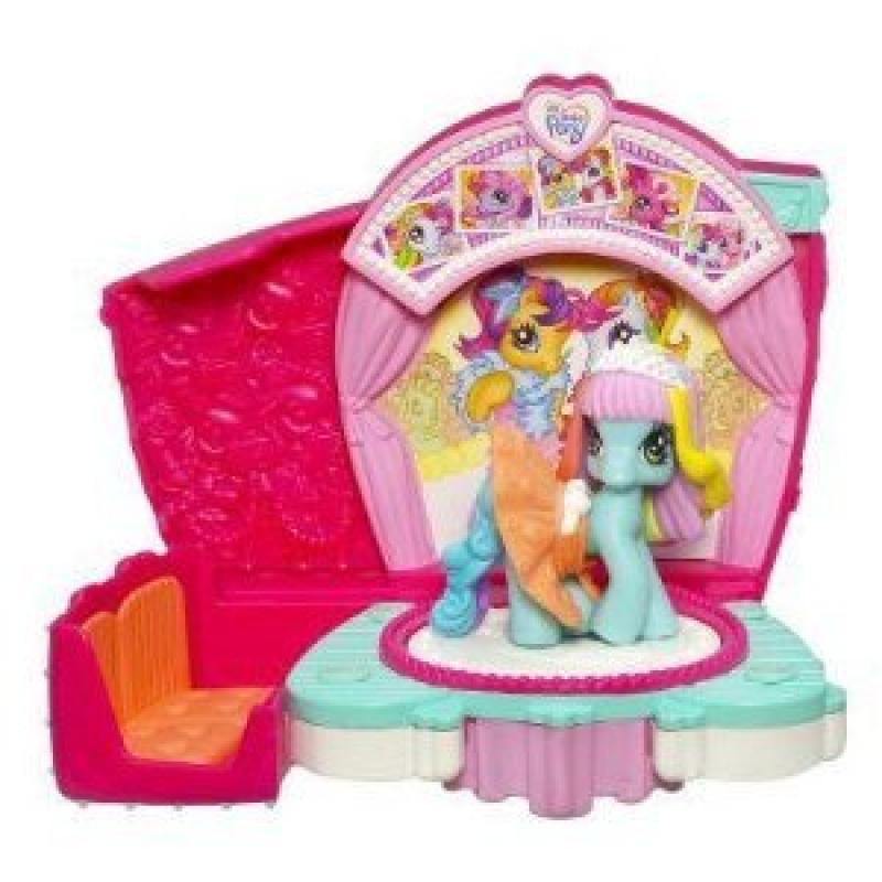 My Little Pony Ponyville Twirlin' Runway Styles with Rainbow Dash