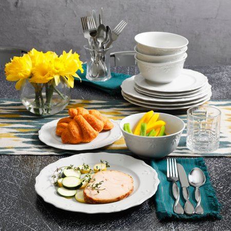 Gibson Home Everyday Scalloped Edge 12-Piece Dinnerware Set