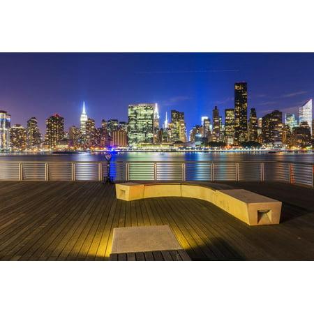 Manhatten 1 Light - Manhatten skyline at dusk from Gantry Plaza, New York, USA Print Wall Art By Jordan Banks