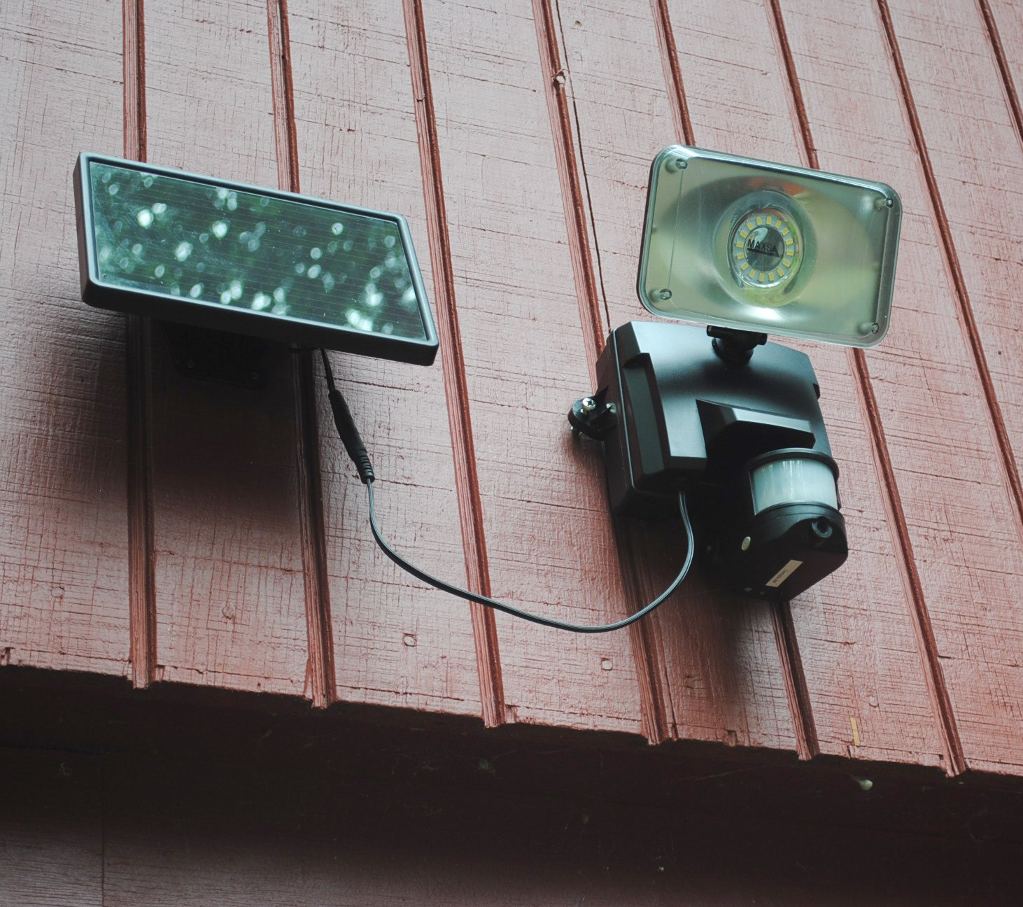 MAXSA Innovations 44642-CAM-BK Solar-Powered Security Video Camera & Floodlight