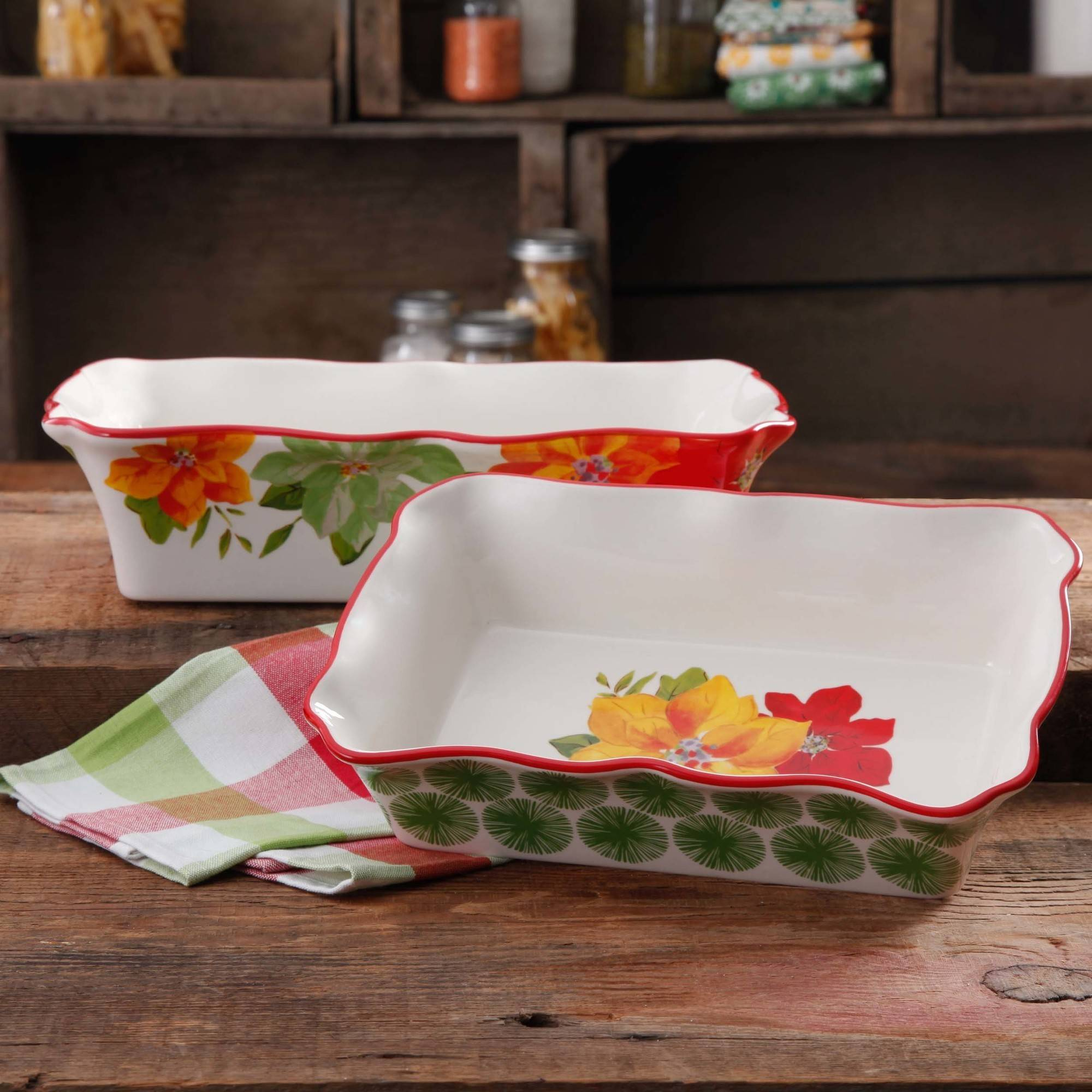 The Pioneer Woman Poinsettia 2-Piece Decorated Rectangular Ruffle-Top Bakeware Set