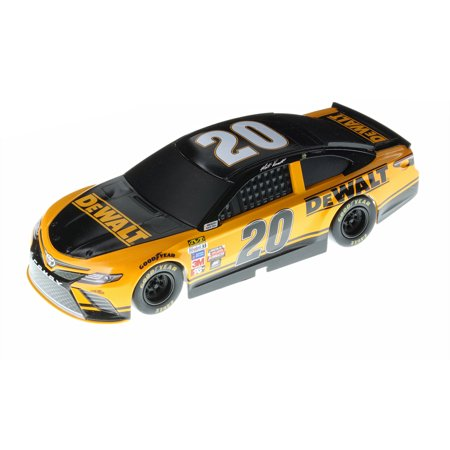 Matt Kenseth Metal (NASCAR Authentics 2017 Matt Kenseth #20 DeWalt 1:24 Scale Lionel Racing)