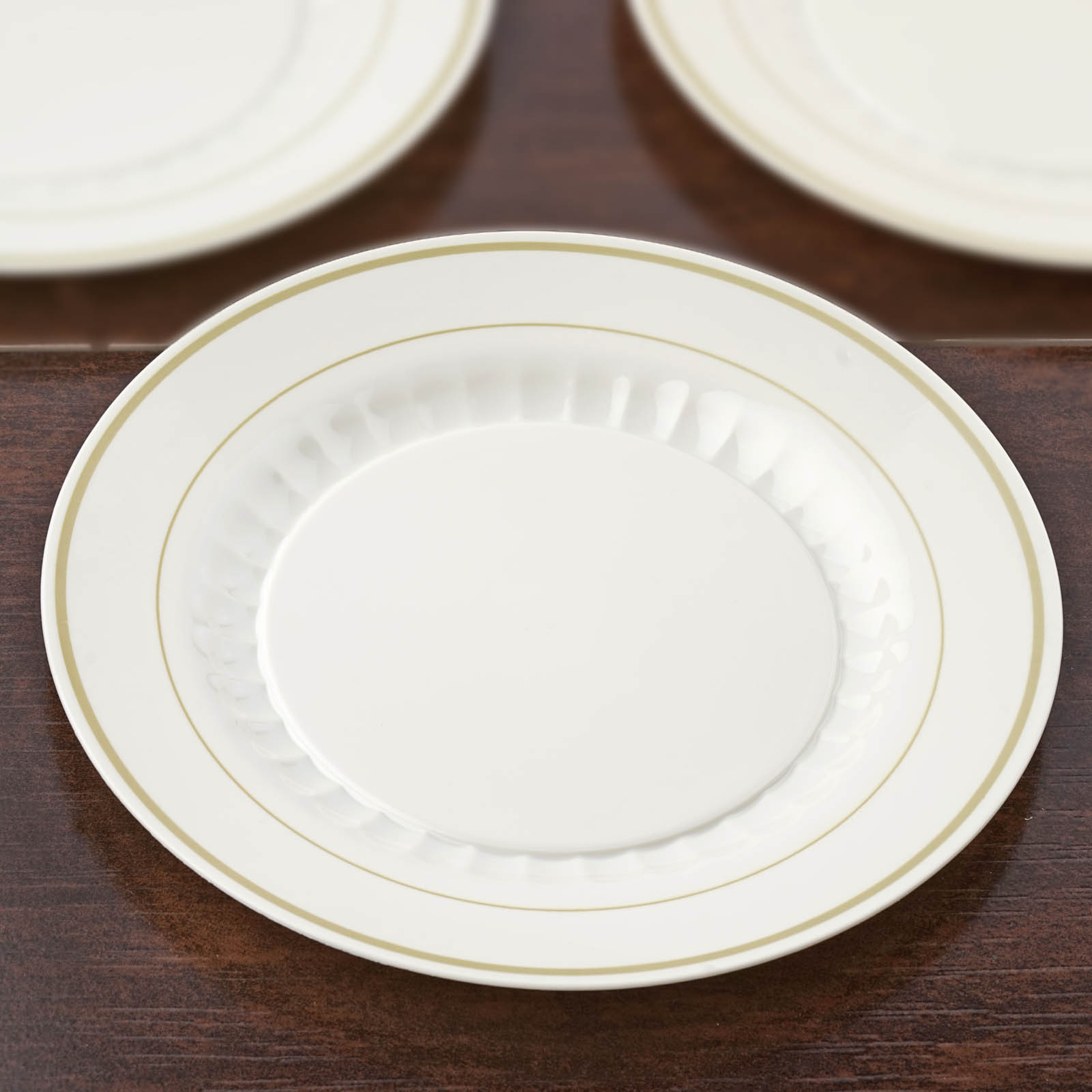 Efavormart 60 Pcs - Ivory with Gold Round Disposable Plastic Plate Dinner Plates for Wedding Party Banquet - Antique Collection