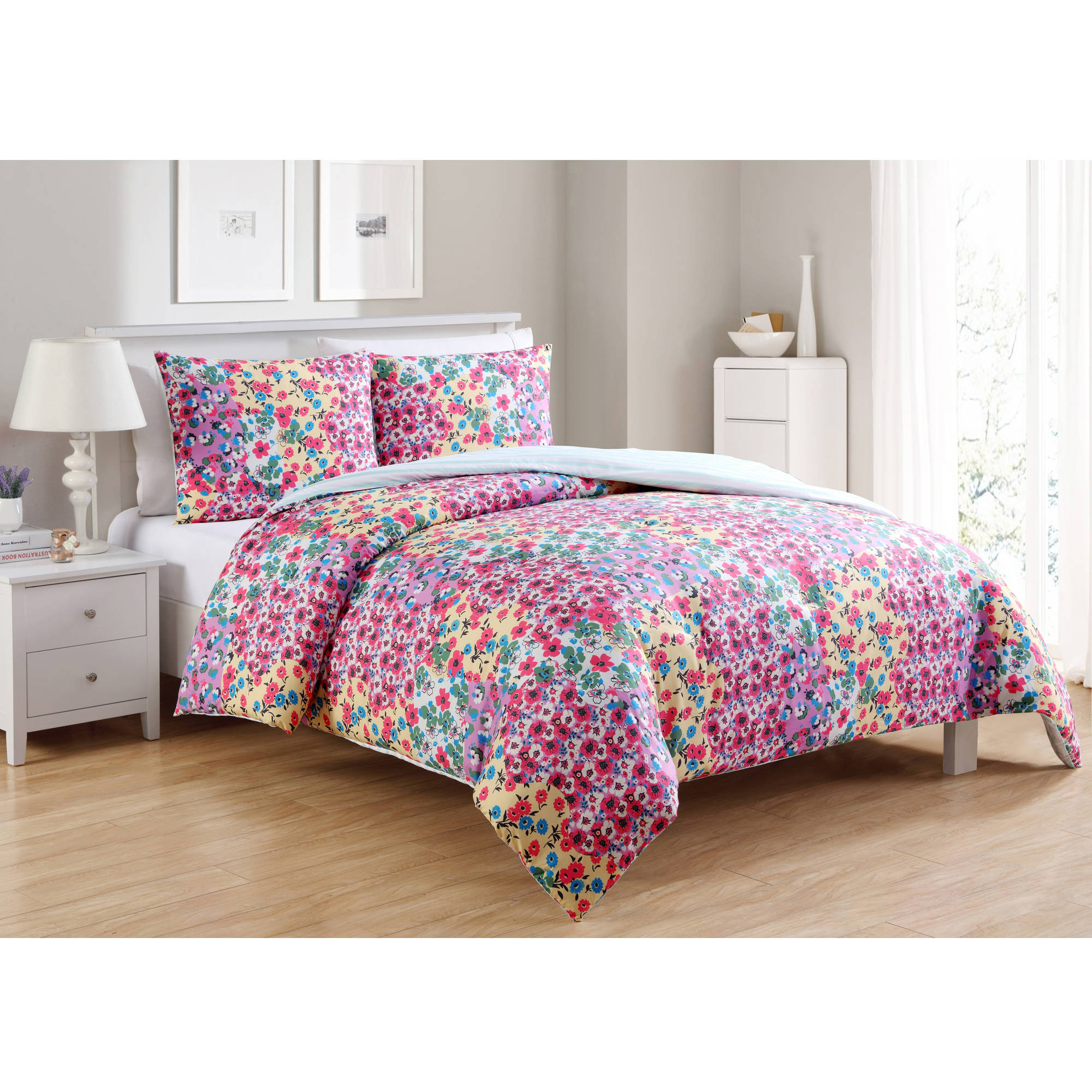 VCNY Home River Rose Floral Printed 2/3 Piece Reversible Bedding Comforter Set, Shams Included