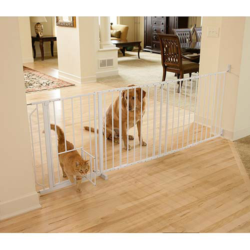 Carlson Maxi Gate with Pet Door