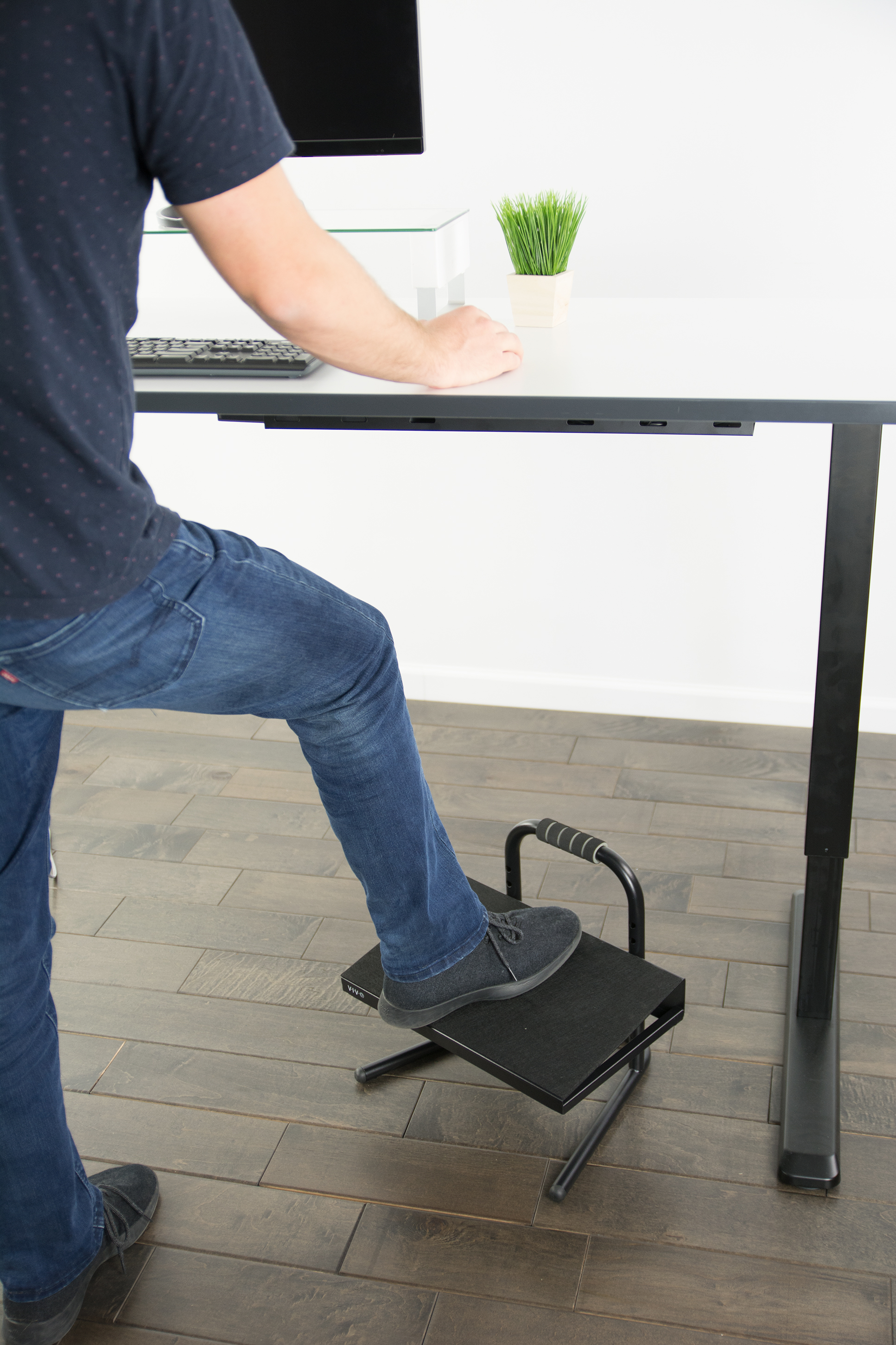 Attirant VIVO Black Ergonomic Height Adjustable Standing Foot Rest ...