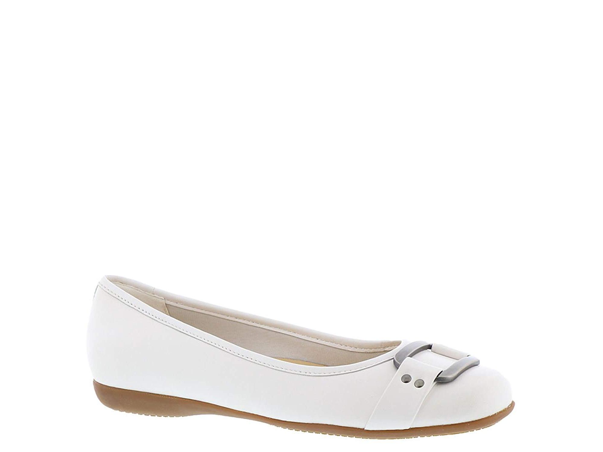 Trotters Sizzle Women's Slip On, White, Size 8.5 by Trotters
