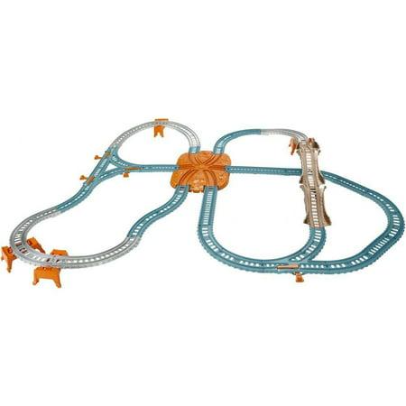 - Thomas & Friends TrackMaster Blue Mountain 40+ Piece Builder Bucket
