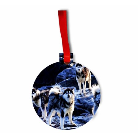 Hanging Tip (Huskies on Snow Tipped Mountains Flat Round Shaped Hardboard Hanging Christmas Holiday Tree Ornament Made in the U.S.A.)