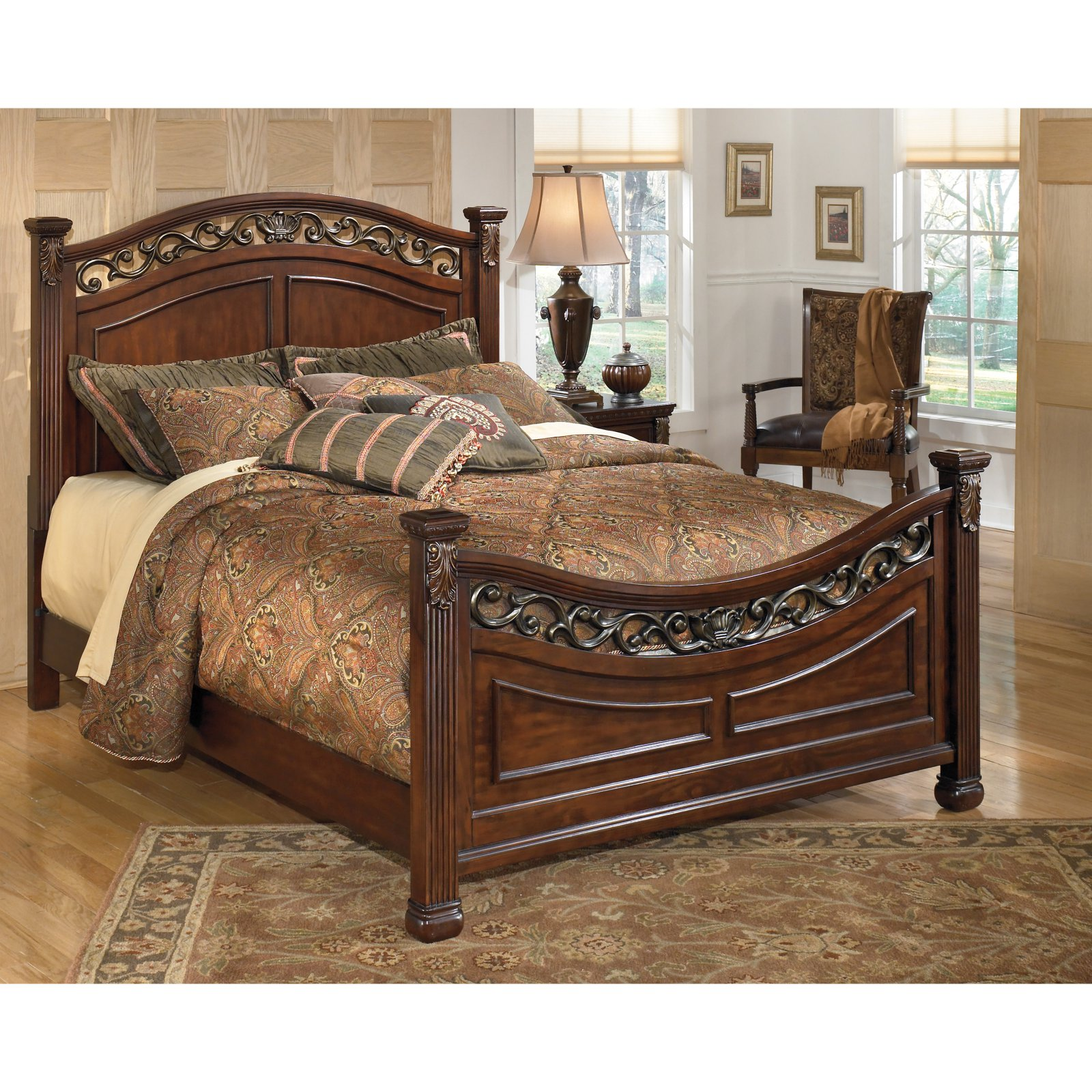 Signature Design by Ashley Leahlyn Panel Bed