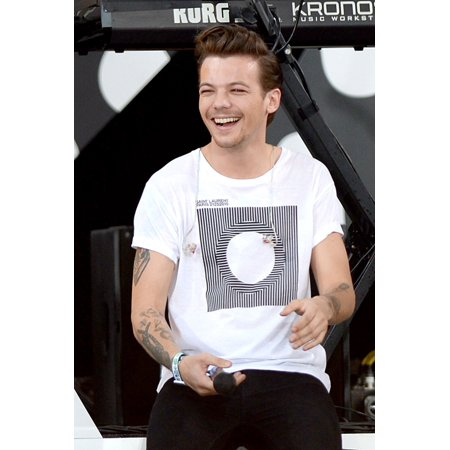 Louis Tomlinson Fun In The Sun Summer Concert Series With One Direction Rumsey Playfield In Central Park New York Ny August 4](Louis Tomlinson Halloween 2017)