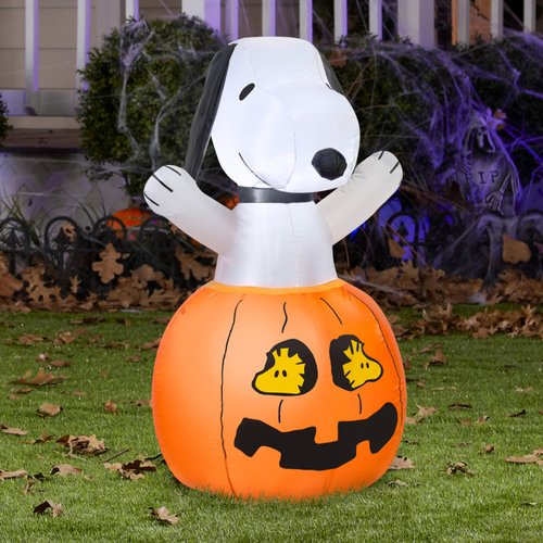 Gemmy Industries Airblown Snoopy In Pumpkin with Woodstock Inflatable
