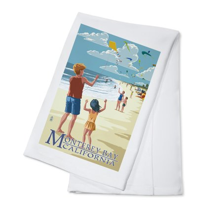 Monterey Bay  California   Kite Flyers   Lantern Press Poster  100  Cotton Kitchen Towel