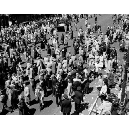 USA New York City Spectators during General Douglas MacArthur parade in April 1951 Canvas Art -  (18 x 24) - Halloween Parade In New York City