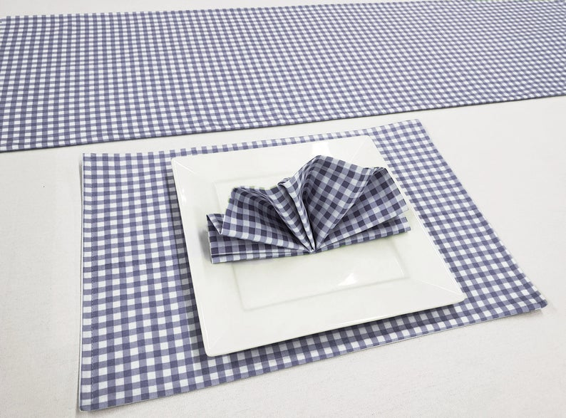 Placemats with napkins