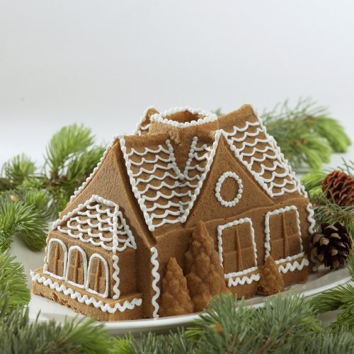 Nordic Ware Bundt Bakeware Cast Aluminum Nonstick Gingerbread House Bundt Pan