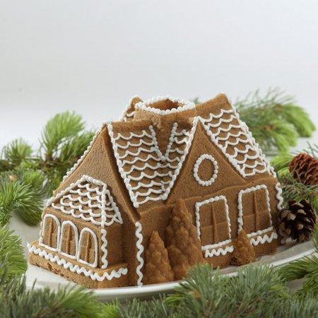 Nordic Ware Bundt Bakeware Cast Aluminum Nonstick Gingerbread House Bundt Pan by