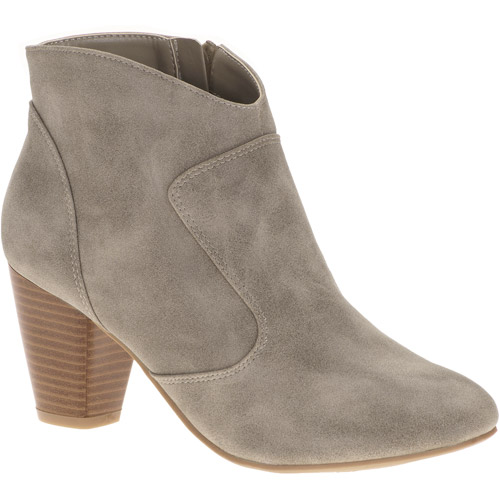 Passports Women's Betsy Ankle Boots