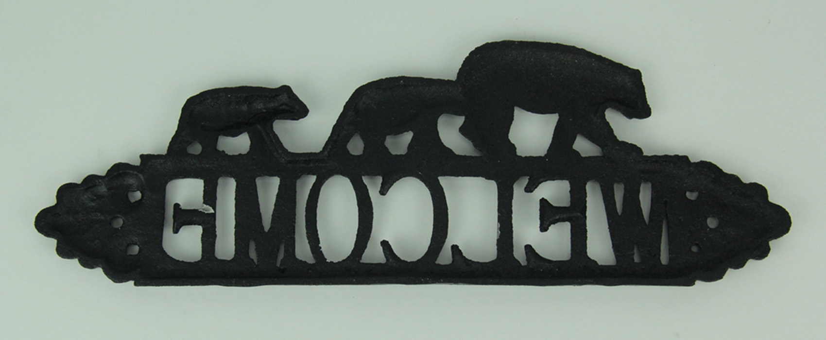 De Leon Collections Rustic Black and White Cast Iron Bear Family Welcome Sign