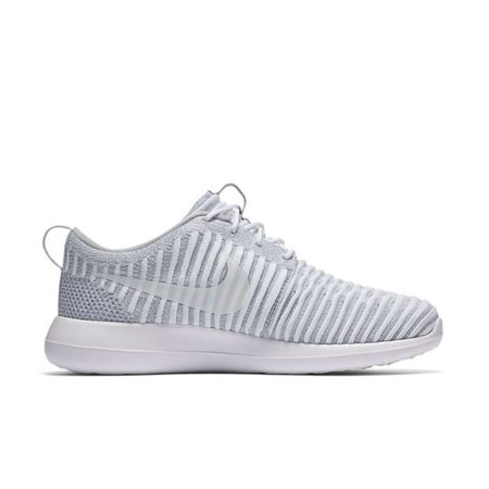 huge selection of 95c00 e1caf Nike Womens Roshe Two Flyknit Fabric Low Top Lace Up Running