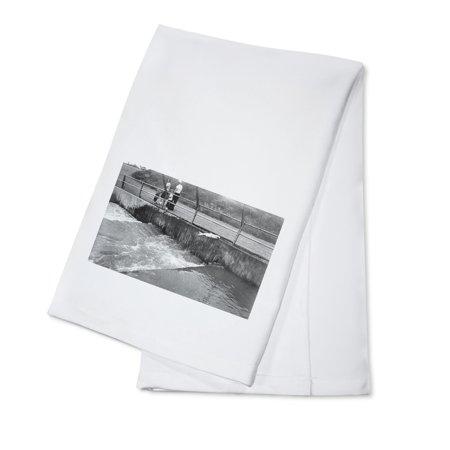 Oregon - The Fish Ladders at Bonneville Dam Photograph (100% Cotton Kitchen Towel)