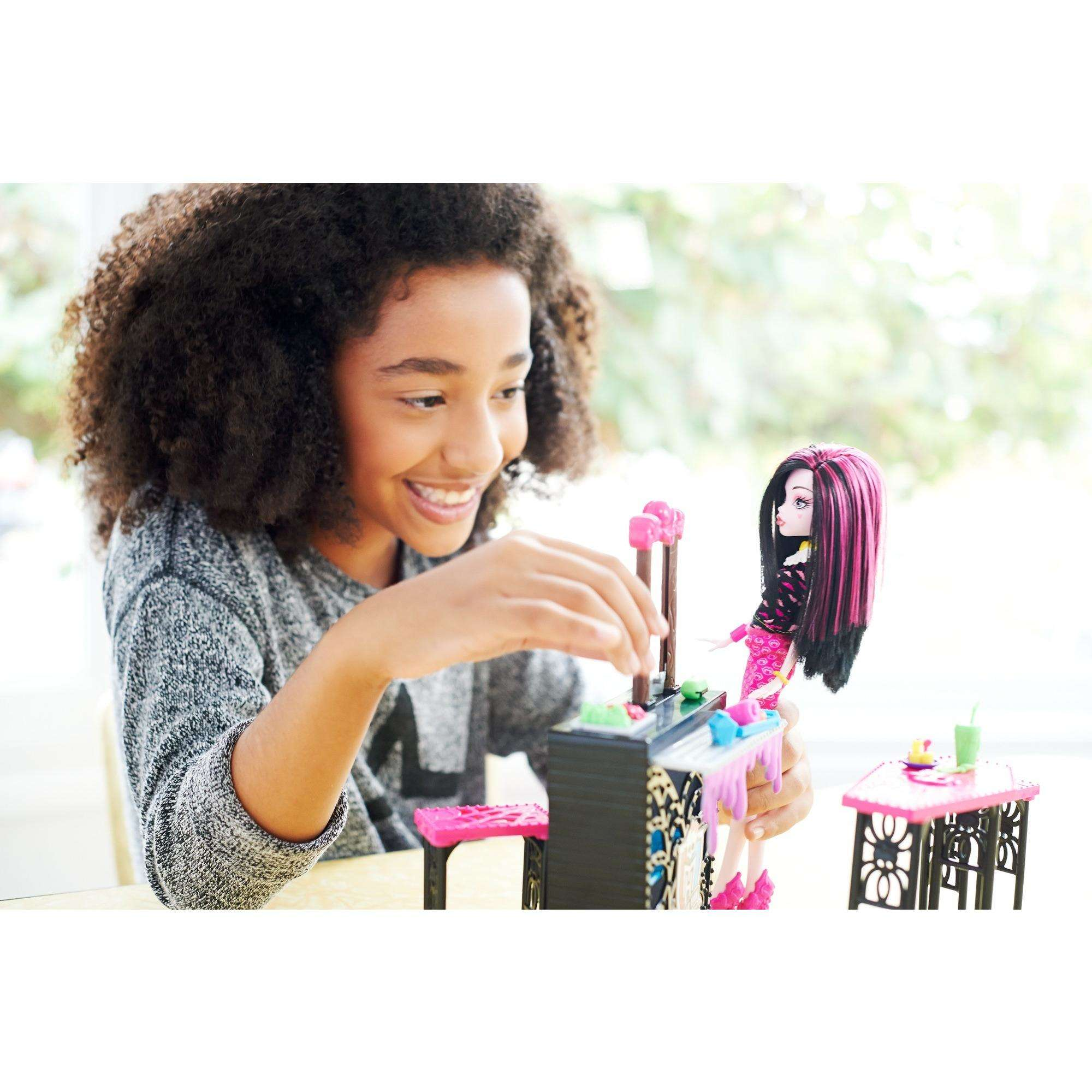 Monster High Beast Bites Cafe Draculaura Doll & Playset by Mattel