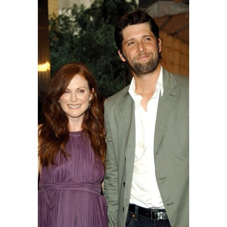 Chelsea Photo - Julianne Moore Bart Freundlich At Arrivals For Premiere Trust The Man Chelsea West Cinemas New York City Ny August 07 2006 Photo By George TaylorEverett Collection Celebrity