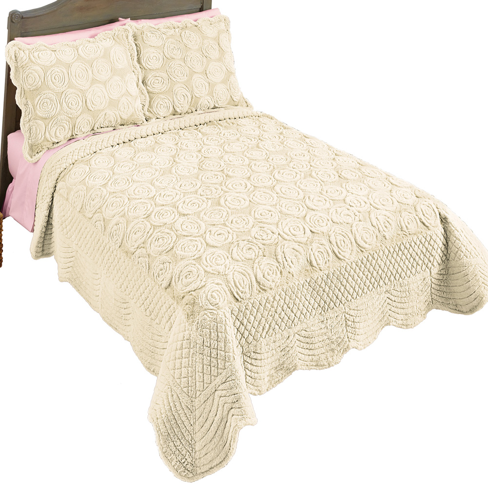 Elegant Faux Fur Rose Quilt - Plush Raised Floral Design, King, Ivory